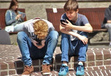 10 reasons why cell phones should be allowed in school